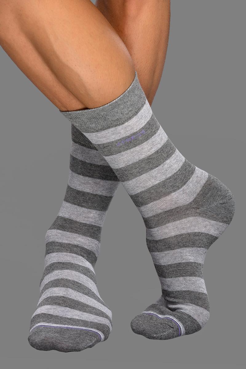 64a6a070483c Ha a zokni színének legalább egyik színe megtalálható bármely másik  ruhadarabodban, garantáltan nyert ügyed van! Akkor se ess kétségbe, ha pont  ugyanaz a ...